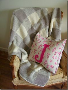 Inspiration :: Gingham blanket *knit* by Kristen of CozyMadeThings, in cream, taupe, & marled taupe (Patons Classic Wool yarns). Afghan Patterns, Baby Knitting Patterns, Knitting Stitches, Knitting Ideas, Knitted Afghans, Knitted Blankets, Yarn Projects, Crochet Projects, Patons Classic Wool
