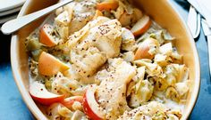 Ovnsbakt torsk med høstens epler og hodekål. Dette er en enkel og god oppskrift til hverdagen.