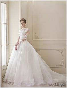 Lady Caroline v šatách White Wedding Dresses, Bridal Dresses, Wedding Gowns, Prom Dresses, Beautiful Gowns, Beautiful Bride, Meghan Markle Wedding Dress, Weeding Dress, Ball Gown Dresses