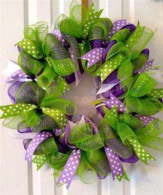 How to make a spring deco mesh wreath