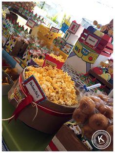 Mesa de dulces | candy bar | cumpleaños | toy  story | fiesta | woody | buzz lightyear | niños | pastel | Cupcakes | dulces | chocolates | palomitas |www.beKUUKI.com