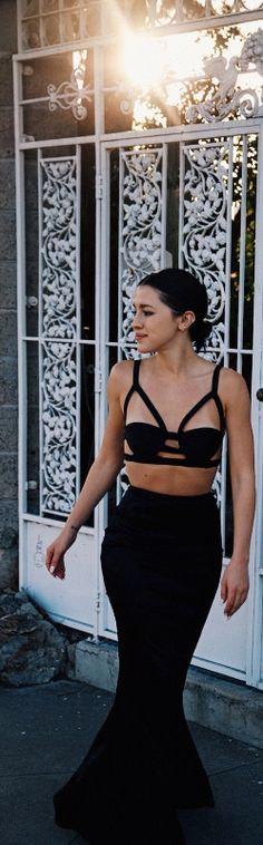Karla Deras of Karla's Closet showing it's what's underneath that counts in Nasty Gal Alter Ego Caged Bralette Top || #NastyGalsDoItBetter > http://karlascloset.com/crazysexycool/