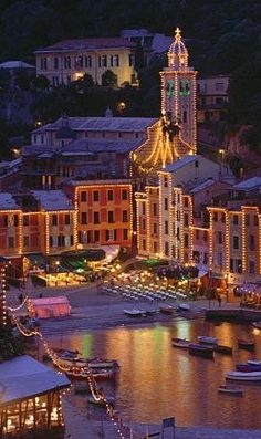 Portofino, the height of Italian chic.  The buildings curve round the bay of Portofino like a theatre backdrop