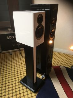 High End Audio, Acoustic, Lighting, Music, Home Decor, Musica, Musik, Decoration Home, Room Decor