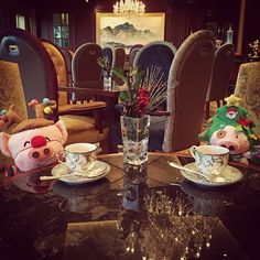 McMug tête-a-tête with McDull at the Horizon Lounge. Aren't they the cutest? - at Island Shangri-La, #HongKong #ShangriLaLaLa