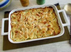 Cod in the oven with béchamel   Food From Portugal. Cod with excellent presentation that goes in the oven with potatoes and onion, drizzled with a delicious béchamel sauce, sprinkled with breadcrumbs. http://www.foodfromportugal.com/recipe/cod-oven-bechamel/