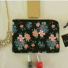 """~H.P 10/4/15~ N.W.T Black Floral Print Wristlet H.P Style Obsessions Party 10/4/15 N.W.T Black Floral Print Wristlet.  Brand New. GREAT Condition. Cutest Clutch I've Seen In A Floral Print. > MEASUREMENTS  Length: 9"""" Height : 6 1/2"""" Strap (DROP): 6""""  Please Ask Questions Before Purchasing  ALL SALES ARE FINAL  NO TRADES NO PAYPAL NO HOLDS NO LOW BALL OFFERS Lulu's Bags Clutches & Wristlets"""