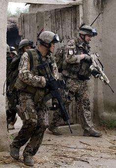 Bundeswehr - German Armed Forces  Afghanistan - regular paras (Fallschirmjäger) Military Camouflage, Military Police, Military Weapons, Military Art, Us Special Forces, Military Special Forces, Special Ops, Luftwaffe, Airsoft