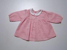 Schoene-alte-Puppenkleidung-Rosa-weiss-kariertes-Kleid