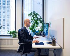 Should you sit or stand at your desk? Find out here: https://blueprint.cbre.com/should-you-sit-or-stand-at-your-desk-the-right-answer-is-both/