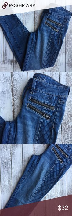"""ONE HOUR AMERICAN EAGLE SKINNY JEGGING JEANS  American Eagle Skinny JEGGING Jeans. Beautiful detail all over the jeans. Zippers, as pictured. Size 4 long. Wonderful condition. Waist 14.5"""" Inseam 28"""" Length 37""""  ONE HOUR SPECIAL  American Eagle Outfitters Jeans Skinny"""
