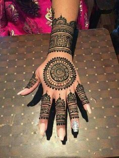 Explore latest Mehndi Designs images in 2019 on Happy Shappy. Mehendi design is also known as the heena design or henna patterns worldwide. We are here with the best mehndi designs images from worldwide. Henna Hand Designs, Eid Mehndi Designs, Mehndi Designs Finger, Mehndi Designs For Girls, Mehndi Designs For Fingers, Latest Mehndi Designs, Simple Mehndi Designs, Henna Tattoo Designs, Tattoo Ideas
