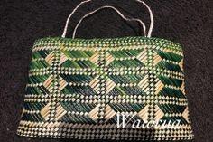 Flax Weaving, Weaving Art, Weaving Patterns, Basket Weaving, Polynesian Designs, Maori Designs, Maori Art, Weaving Projects, Weaving Techniques