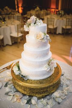 Cake & desserts by Gwen's Cake Decorating & Etc., Saline. As seen in the Metro Detroit Weddings Winter-Spring 2017 issue.