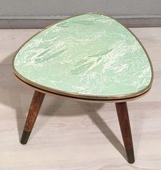 Vintage Tische - grünes Nierentischchen / Blumenhocker *Mid Century - ein Designerstück von Mid-Century-Frankfurt bei DaWanda