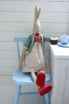 Feet up and a cuppa tea & cake...........heaven !! X
