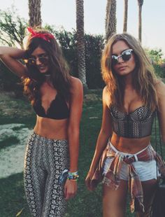 Festival season has already begun with Coachella, arguably the most stylish music event, but it is not the only one. Definitely in every country there is at least one summer music festival to atten… Festival Looks, Festival Style, Festival Wear, Festival Fashion, Reggae Festival, Coachella Festival, Hippie Festival, Festival 2016, Coachella 2016