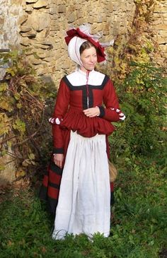 Mampfrau        inspired by Norimberg graphics in Germanisches Nationalmuseum (Inv.numb.- H 503, H 501, H 499) (ca 1530). Dress (kleid) is made of red and black wool. Another part of the clothing is white linen apron and pouche. On the head woman wears a beret and white steuchlein.     Next pages depict dress without apron, hemd, stocking.