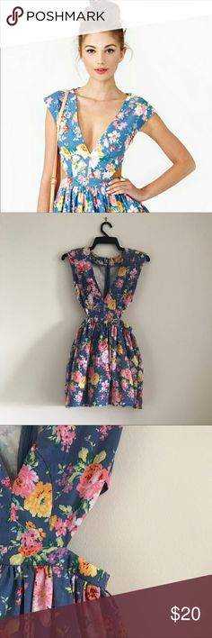 Nasty Gal Mustard Seed Floral Dress This is a floral mini dress with peekaboo waist details, line skirt with tulle layered slip. Zipper in back only worn once. Mustard Seed Dresses Mini