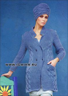 Теплое пальто и ультрамодная шапочка с выразительными узорами. Спицы