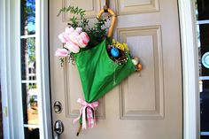 If I had a house with a front door to decorate for Spring I'd be alllll over this.