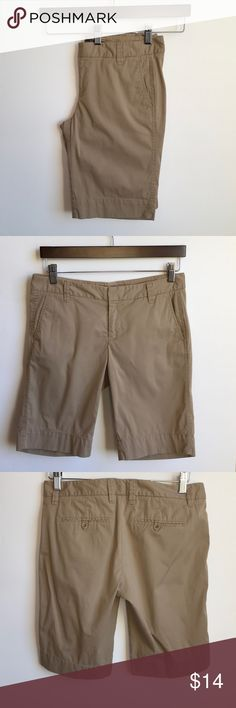 Gap size 4 shorts 10 inch inseam Gap size 4 shorts 10 inch inseam no flaws or stains smoke free home Shorts Bermudas