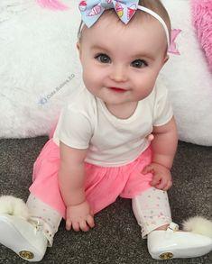 Cute Baby Girl Photos, Cute Little Baby Girl, Cute Kids Pics, Cute Baby Pictures, Little Babies, Baby Photos, Cute Babies, Small Baby, Beautiful Children