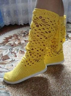This Pin was discovered by Mih Crochet Boots Pattern, Crochet Slipper Boots, Crochet Pants, Crochet Sandals, Knit Shoes, Shoe Pattern, Crochet Slippers, Crochet Clothes, Diy Crafts Crochet