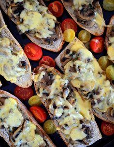 Zapiekanki z pieczarkami Tzatziki, Cheesesteak, Vegetable Pizza, Sausage, Food And Drink, Meat, Vegetables, Ethnic Recipes, Yum Yum