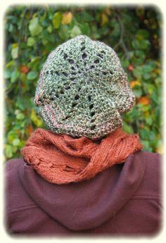 Bonnet béret vert crocheté à la main  laine mixte par EpideMalice