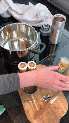 Kurkuma-Latte (Goldene Milch, Kaffee) Turmeric Latte (Golden Milk) Turmeric has been celebrated as a Tea Recipes, Coffee Recipes, Smoothie Recipes, Smoothies, Healthy Starbucks, Starbucks Drinks, Curcuma Latte, Café Latte, Deviled Eggs Recipe