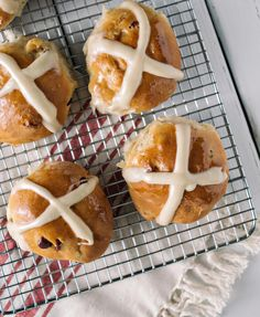 Learn how to make an Easter favorite: hot cross buns plus a delicious glaze to go on top! Easter Dinner Recipes, Easy Holiday Recipes, Dessert Recipes, Desserts, Cross Buns Recipe, Bun Recipe, Icing Ingredients, Hot Cross Buns, Biscuit Recipe