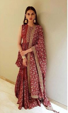 Outfit Inspiration to take from Aditi Rao Hydari - SetMyWed bollywood bestoutfits bollywoodcelebrity latestdresses trendingdresses trends latesttrends cocktaildresses trendingdresses blackdress bollywoodactresses bestoutfits 708402216373336001 Indian Gowns Dresses, Indian Fashion Dresses, Dress Indian Style, Indian Designer Outfits, Indian Lehenga, Lehenga Choli, Sharara, Saree, Patiala
