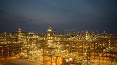 Cardon Refinery (PDVSA), Venezuela with a capacity of 300,000 barrels per day