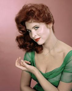 11 early photos of Tina Louise, before she became Ginger Grant on Gilligan's Island Hollywood Stars, Old Hollywood Movies, Classic Hollywood, Tina Louise, Ginger Gilligans Island, Ginger Grant, Red Hair Inspiration, Young Marilyn Monroe, Star Wars