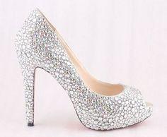 El par de zapatos de tacón alto de cristal ha estado en la lista durante mucho tiempo y ha llegado el momento de usarlos: http://www.quinceanera.com/es/zapatos/10-tacones-altos-dignos-de-un-cuento-de-cenicienta/?utm_source=pinterest&utm_medium=article-es&utm_campaign=012015-10-tacones-altos-dignos-de-un-cuento-de-cenicienta
