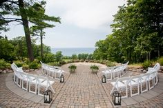 21 Unique Ceremony Ideas for Your Wedding (via Emmaline Bride) - seating in a circle, photo by priceless photography