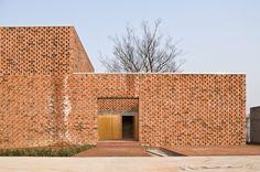 Image 3 of 81 from gallery of 16 Details of Impressive Brickwork. Photograph by Francisco Cadau oficina de arquitectura Brick Masonry, Brick Facade, Brick Wall, Brick Houses, Brick Architecture, Architecture Details, Brick Works, Brick Detail, Casa Patio