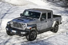 Das neue Modell markiert die Rückkehr der Marke in das Pickup-Segment und kommt zu den Feierlichkeiten des 80-jährigen Jubiläums von Jeep® zu den europäischen Händlern. Jeep Gladiator, Pick Up, City, Vehicles, Futurism, Autos, Celebrations, Scale Model, Cities