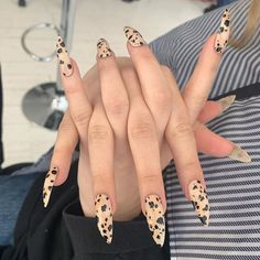 It's Dalmatian jasper Nails 🖤🖤🖤 for @lou_dallas 🖤🖤🖤 #nailsbymei #handpainted @tiajonsson 💕