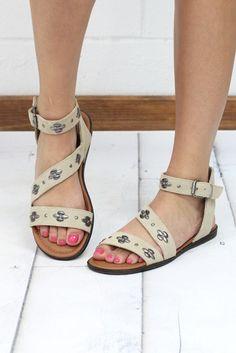8fa6404664c0 Minnetonka  Tangier Studded Leather Sandal  Stone . TFL