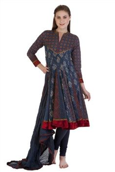Lighting diyas never looked so glamorous in our Meena Bindra women's tunic kurta with blue and red blocked print.
