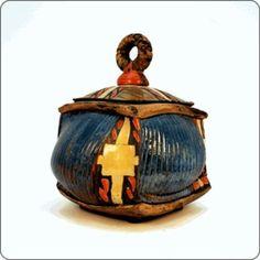 Beautiful hand built ceramic, lidded box by artist Daniel Oliver.: