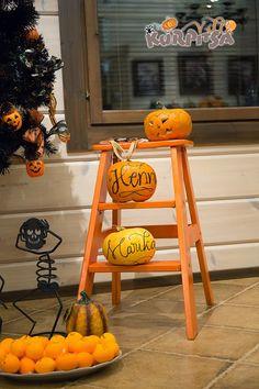 Lettering on pumpkins  kirjaimia kurpitsoihin