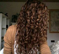 Trendy Naturally Curly Hair Look : Thick Curls Hairstyles and Beauty Tips Permed Hairstyles, Down Hairstyles, Pretty Hairstyles, Long Wavy Haircuts, Hairstyles 2016, Natural Hairstyles, Gorgeous Hair, New Hair, Hair Hacks