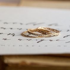 Handmade rings by Michaela Roemer | #FineArtCuration | Wedding Sparrow Blog