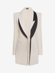 Shop Women's Double Lapel Jacket from the official online store of iconic fashion designer Alexander McQueen. Image Fashion, Fashion Details, Fashion Design, Blazer Fashion, Fashion Outfits, Womens Fashion, Fashion Tips, Iranian Women Fashion, Alexander Mcqueen