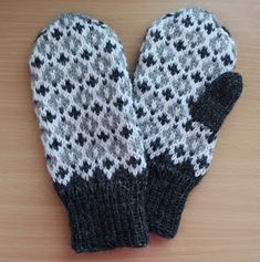 Knitting Blogs, Knitting Socks, Knitting Projects, Baby Knitting, Mittens Pattern, Wrist Warmers, Diy Clothes, Knit Crochet, Gloves