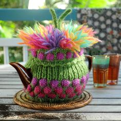 Potty Punk is a most magnificent tea cosy pattern. Originally designed for the Sydney Fringe Festival 2015 tea cosy workshop. Tea Cosy Knitting Pattern, Tea Cosy Pattern, Knitting Patterns, Scarf Patterns, Teapot Cover, Knitted Tea Cosies, Tea Blog, Mug Cozy, Finger Knitting