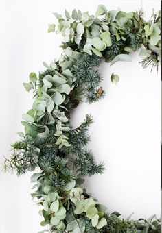With Christmas just over a week away we wanted to share a few of our favourite festive images to get you in the Christmas spirit. Merry Christmas, enjoy x Image 1 Natural Christmas, Noel Christmas, Green Christmas, Simple Christmas, Winter Christmas, All Things Christmas, Christmas Wreaths, Navidad Natural, Boho Deco